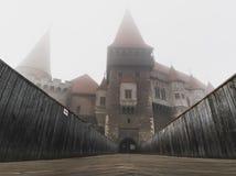 Wnętrze i powierzchowność Hunedoara roszujemy w Rumunia w mgłowych warunkach obrazy stock