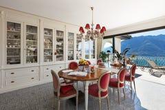 Wnętrze, jadalnia z klasycznym wystrojem obrazy royalty free