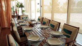 Wnętrze lato restauracja scena Pastelowy sklep z kawą Pusta plenerowa kawiarnia - metal fałszujący meble ono fechtował się zielen zdjęcie wideo
