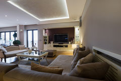 Wnętrze luksusowy przestronny żywy pokój Fotografia Royalty Free