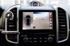 Wnętrze luksusowy samochodowy działanie frontowa kamera kurenda 360 stopni przegląda system Wizerunku pokaz na kierowniczej jedno zdjęcia stock