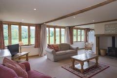 Wnętrze meblujący wakacje domu Żywy pokój z Furna obraz stock