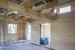 Wnętrze niedokończony drewniany dom zdjęcia royalty free