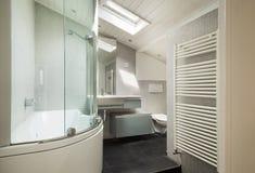 Wnętrze, nowożytna łazienka fotografia stock