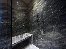 Wnętrze nowożytna łazienka, prysznic zdjęcia royalty free