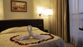 Wnętrze nowożytna hotelowa sypialnia scena Wnętrze pokój w hotelu zdjęcie wideo