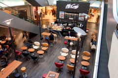 Wnętrze nowożytna kawiarnia wśrodku dziejowego Gaso Obrazy Stock