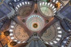 Wnętrze Nowy meczet, znać także jako Yeni Cami w Istanbuł, Turcja obrazy stock