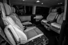 Wnętrze pasażerskiego przedziału wolkswagena Multivan biznes Zdjęcia Royalty Free