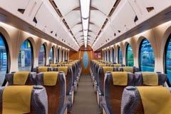 Wnętrze pociąg z pustymi siedzeniami Nowożytni pociągów siedzenia Zdjęcia Stock