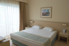Wnętrze pokój w beżu tonuje w hotelu Turcja Zdjęcie Stock