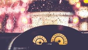 Wnętrze samochód gdy deszcz plama światło na drodze w pada dniu obraz royalty free
