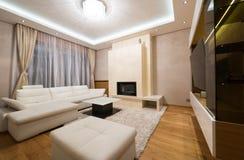 Wnętrze specious żywy pokój z grabą Zdjęcia Stock