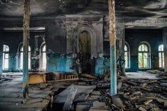 Wnętrze stary burnt dwór w Karakułowym Fotografia Stock