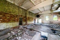 Wnętrze stary zaniechany sowiecki szpital zdjęcia royalty free