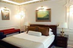 Wnętrze sypialnia w wysokim klasowym hotelu Obraz Royalty Free