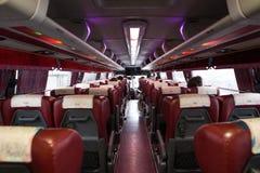Wnętrze turystyczny autobus od tylnego siedzenia fotografia royalty free