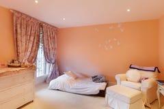 Wnętrze, wygodna sypialnia Fotografia Royalty Free