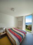 Wnętrze, wygodna sypialnia obraz stock