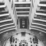 Wnętrze wysoki budynek z hol podłoga najpierw fotografia royalty free