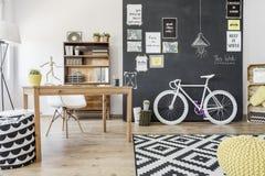 Wnętrze z motywować blackboard ścianę Obrazy Stock