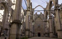 Wnętrza roofless Carmo klasztor w Lisbon Zdjęcia Stock