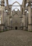 Wnętrza roofless Carmo klasztor w Lisbon Obrazy Stock
