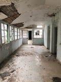 Wn?trze Amiantos porzuca? szpital w halnym regionie Trodos, Cypr fotografia royalty free