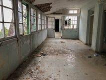 Wn?trze Amiantos porzuca? szpital w halnym regionie Trodos, Cypr obrazy royalty free