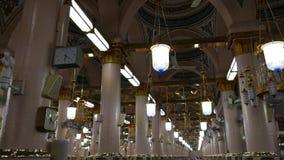 Wnętrze Masjid meczetowy Nabawi, Medina, S arabian Nabawi meczet jest 2nd holiest meczetem w islamu zbiory