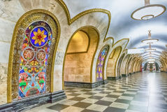 Wnętrze Novoslobodskaya stacja metru w Moskwa, Rosja Zdjęcie Stock