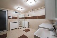 Wnętrze przestronny pralniany pokój Obraz Royalty Free
