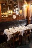 Wnętrze pusta staromodna restauracja Fotografia Stock