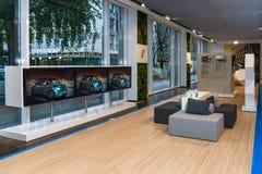 Wnętrze sala wystawowa Niemiecki producent samochodów BMW Zdjęcia Royalty Free