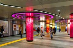 Wnętrze Shibuya platforma w Tokio i stacja metru Zdjęcia Stock