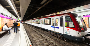 Wnętrze stacja metru Paral·lel w Barcelona Zdjęcia Royalty Free