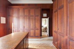 Wnętrze, stare garderoby Zdjęcia Royalty Free