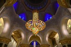 Wn?trze Uroczysty meczet w Abu Dhabi obrazy royalty free