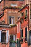 Wände und Fenster. Lizenzfreies Stockbild
