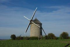 Wndmill в полях франция Стоковое фото RF