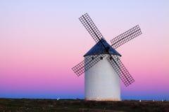 Wndmill на поле в вечере Стоковое фото RF