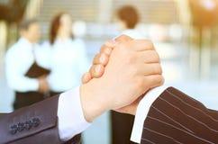Wniosek transakcja handshake zdjęcie royalty free