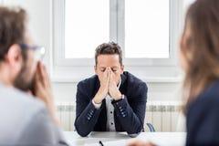 Wnioskodawca pod stresem na akcydensowym wywiadzie Biznesowych problem?w poj?cie fotografia royalty free