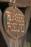 wnoszący oskarżenie szyldowi trespassers Zdjęcie Stock