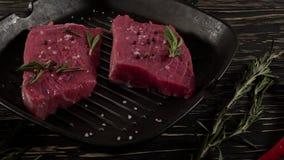 Wołowina polędwicowa na niecce z pieprzem, rozmarynami i czosnkiem, zbiory