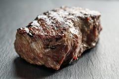 Wołowina stek od antrykot części na łupek desce Obrazy Stock