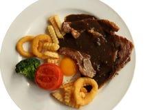 Wołowina stek w talerzu odizolowywającym na białym tle Zdjęcie Royalty Free