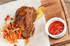Wołowina ziobro grill Słuzyć na drewnianej desce na nieociosanym stole Grill restauraci menu, serie fotografie różny Fotografia Royalty Free
