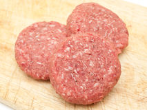wołowiny hamburgerów zamknięty surowy up Obrazy Royalty Free