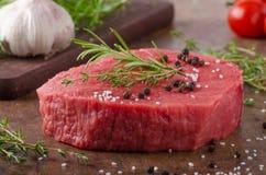 Wołowiny mięso surowy zdjęcia stock